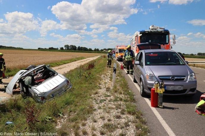 Unfall Cabrio zw Leinheim und Kreisverkehr Limbach 27072020 2