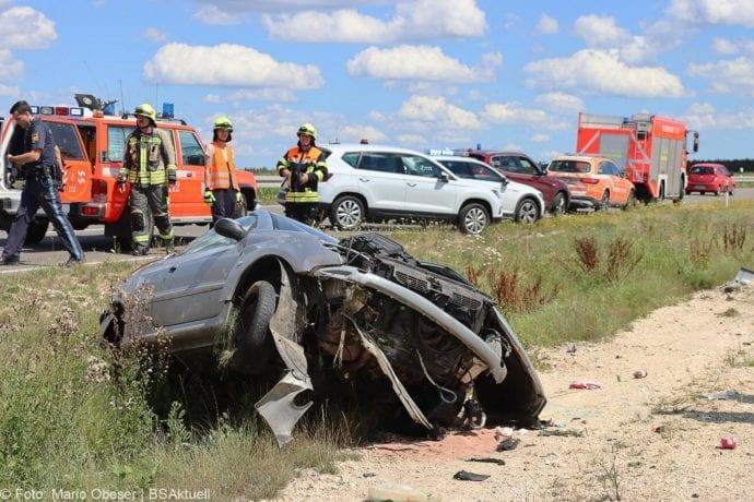 Unfall Cabrio zw Leinheim und Kreisverkehr Limbach 27072020 5