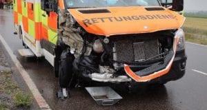 Unfall ST2025 Jettingen-Scheppach Roefingen Rettungswagen 16072020 2