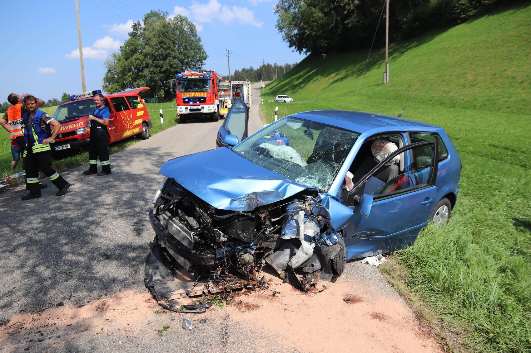 Unfall Ottacker Woelfis Pkw Baum 12082020 4