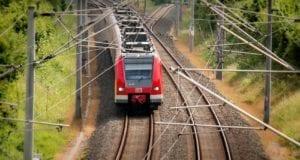 Zug Eisenbahn Elektrifizierung