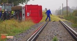 Anhaenger Bahngleise umgekippt Aletshausen