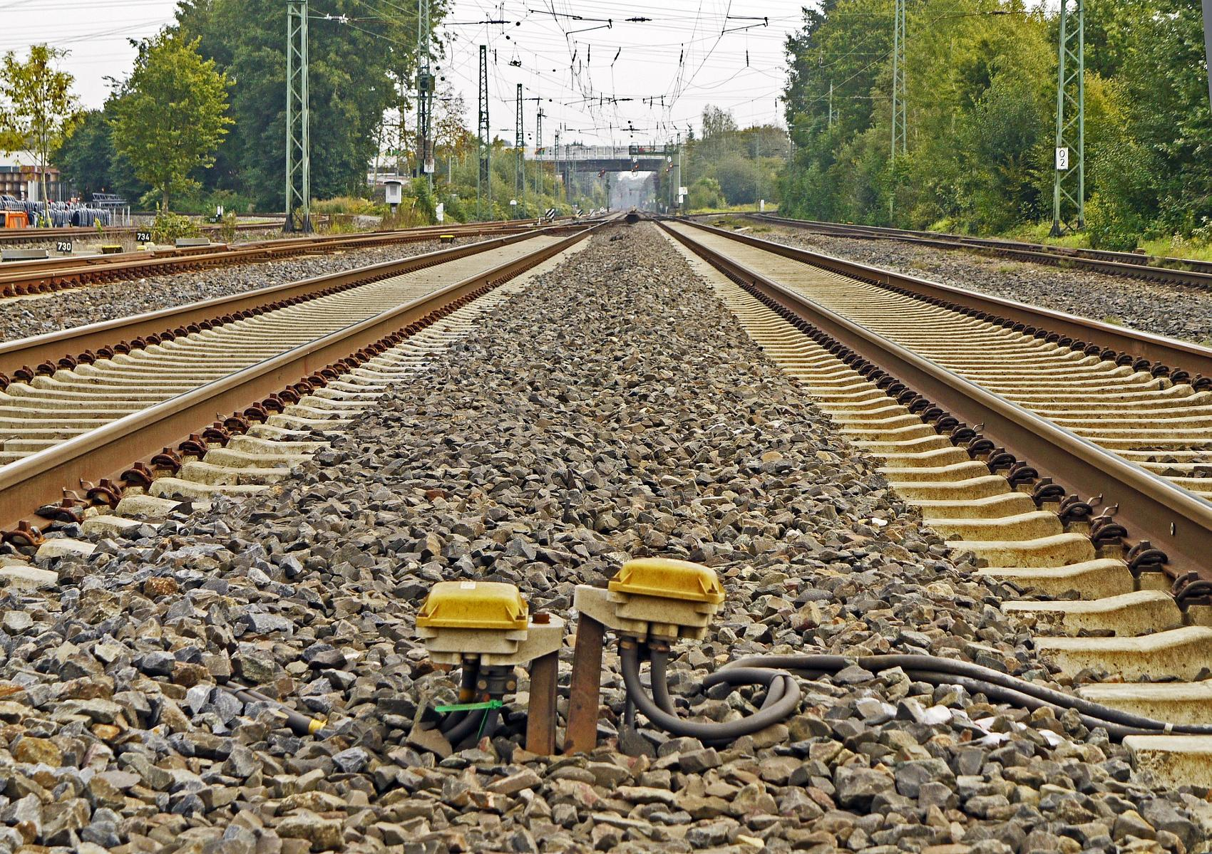 Gleise Bahn Zug