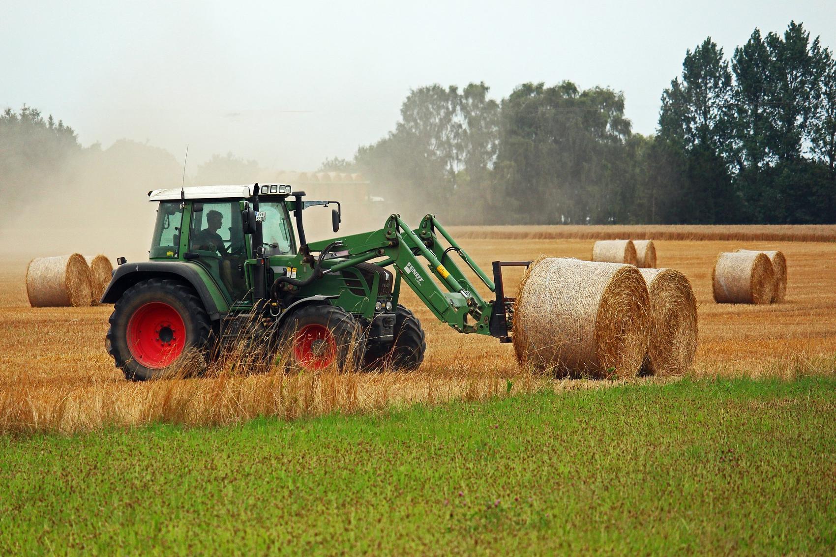 Heuballen Traktor