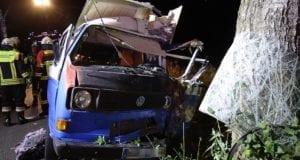 Unfall Jettingen Goldbach VW T3 gegen Baum 03102020 13