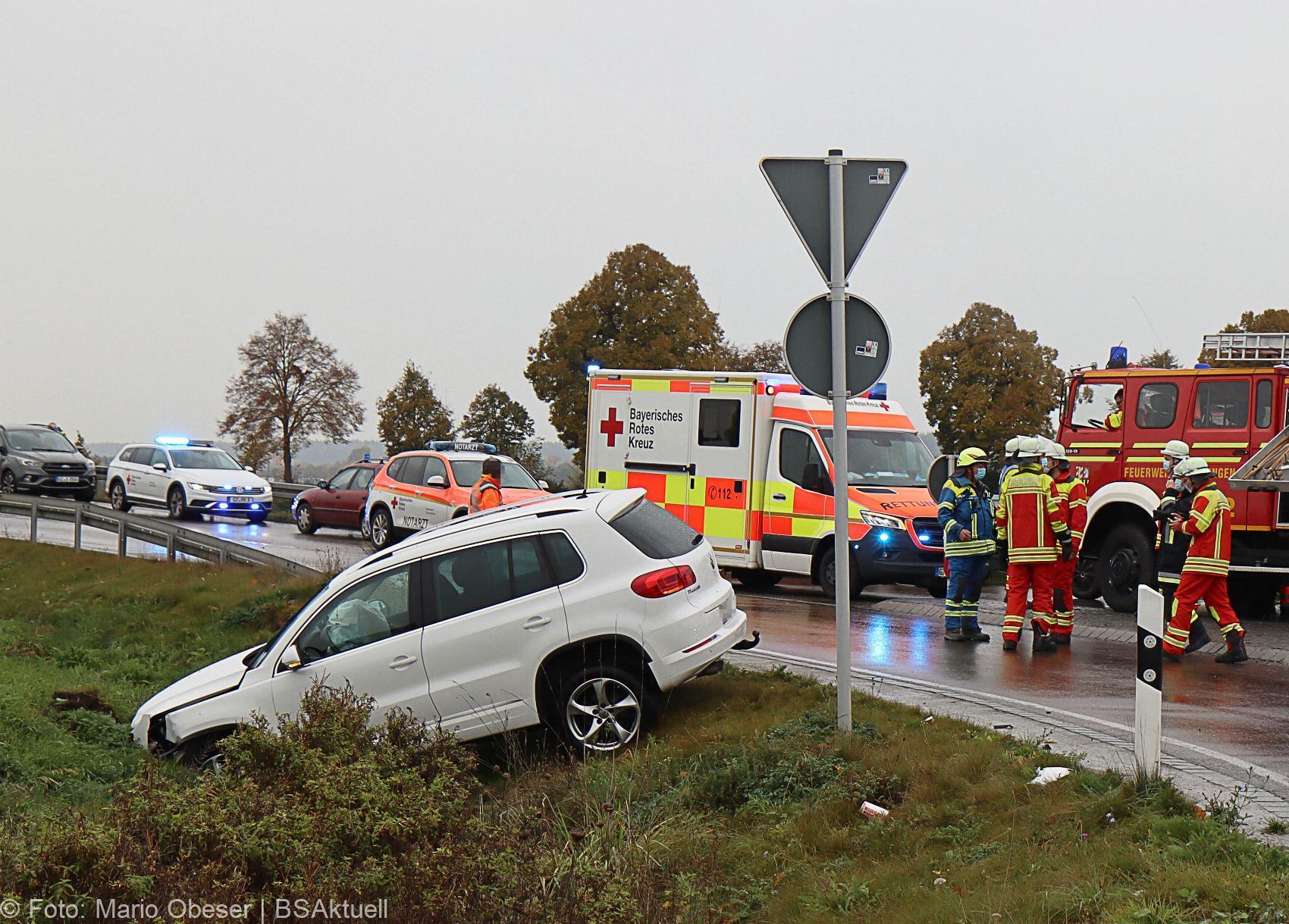Unfall Kreisverkehr Roefingen 23102020 13
