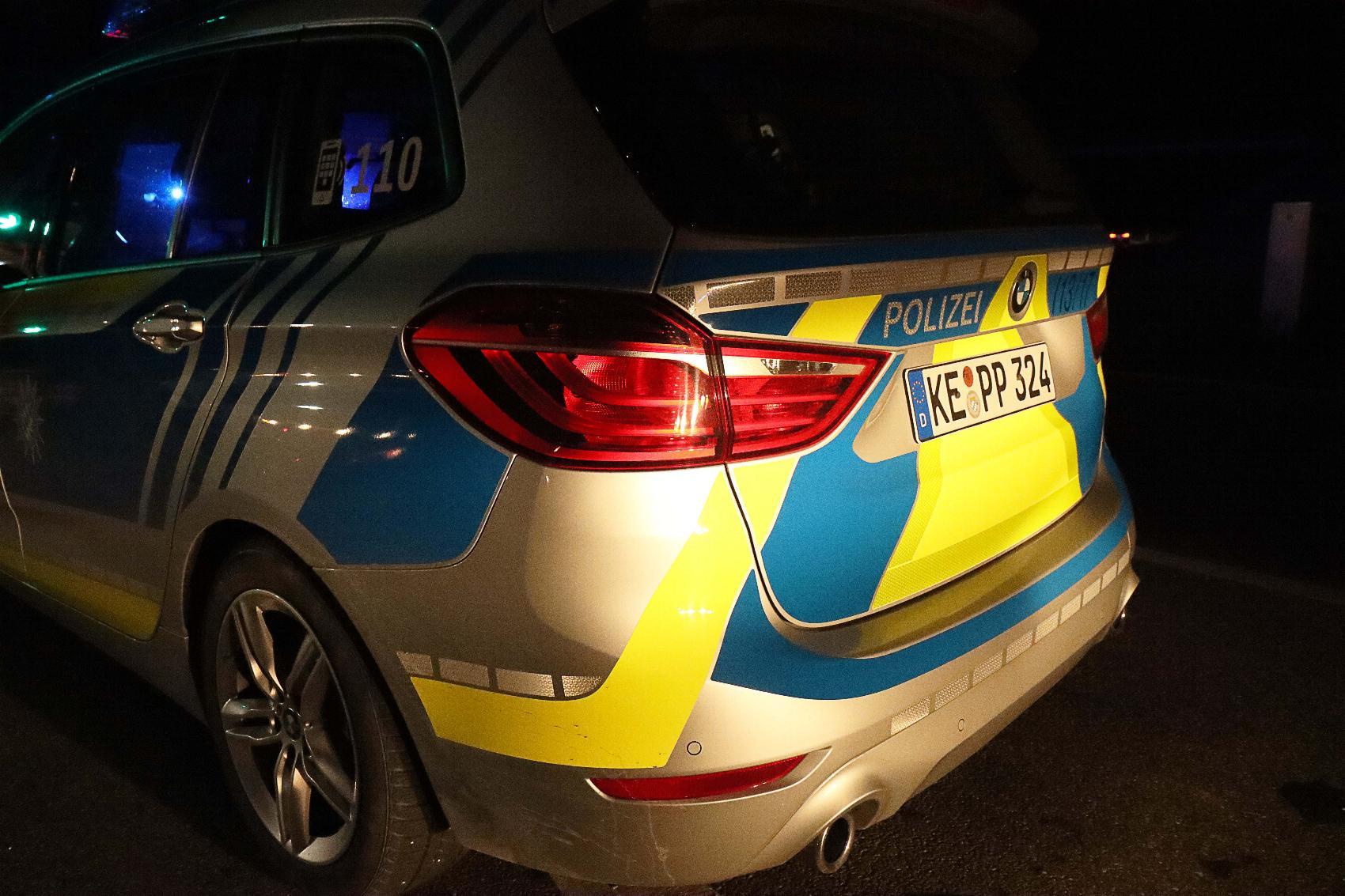 Polizeifahrzeug Nacht 1