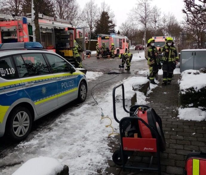 Hund gerettet Guenzburg Feuerwehr 26012021 2