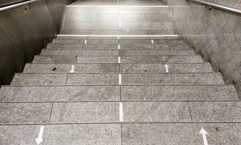Treppe Corona Abstand dts