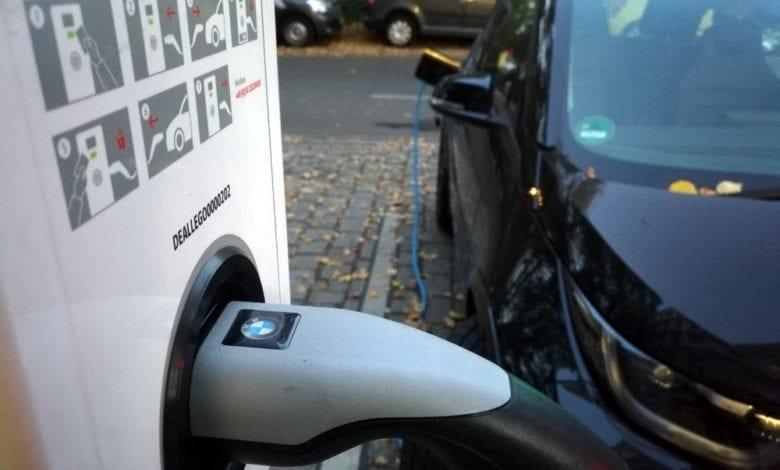 Elektroauto an einer Ladestation