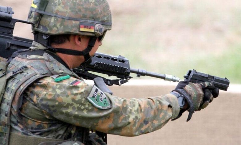 Bundeswehr-Soldat mit Pistol dts