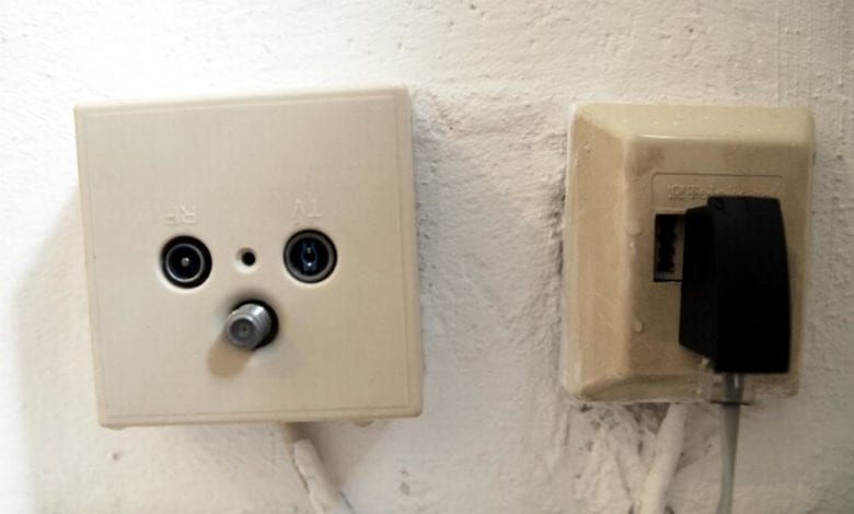 Dosen für Kabel und Telefon dts