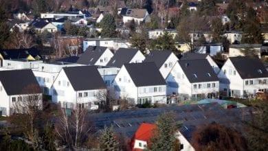 Einfamilienhaussiedlung mit Solarpark dts