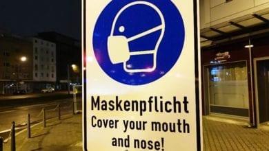 Hinweis auf Maskenpflicht Tafel dts