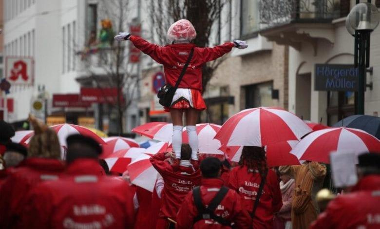 Tanzmariechen im Straßenkarneval dts