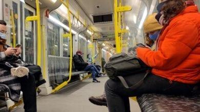 mit Maske in einer U-Bahn dts