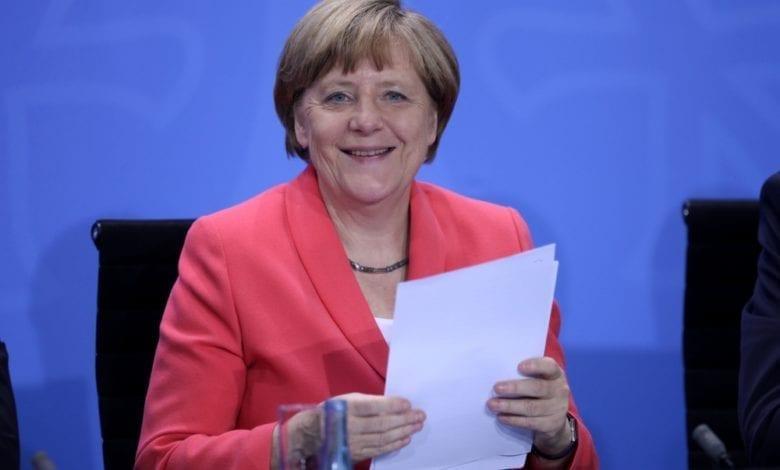 Söder will Merkel in Kanzlerfrage einbeziehen | BR24
